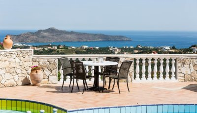 Villa with panoramic views in Stalos